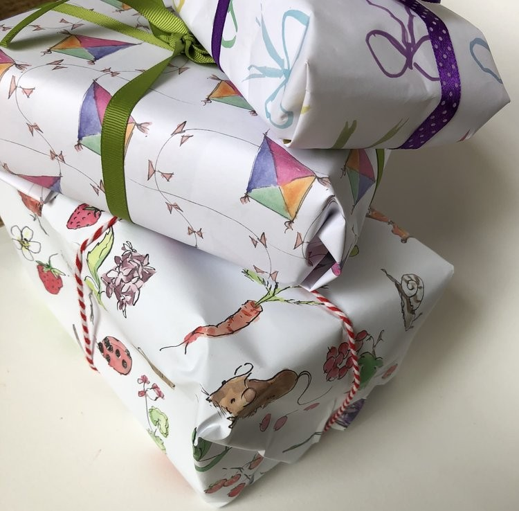 Edinburgh Letters Mini Bows Wrapping Paper Packs White