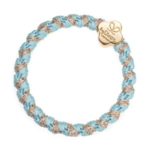 By Eloise Woven Gold Quatrefoil Hair Band in Peppermint