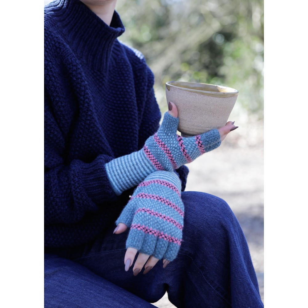 Quinton Chadwick Tuck St Fingerless Gloves in Aqua/Pink Pink